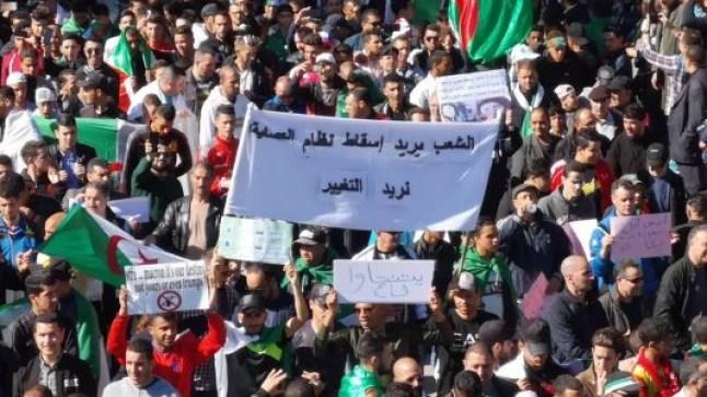 وفاة مواطن واحد في مسيرات طالب فيها الشعب الجزائري بإسقاط النظام..