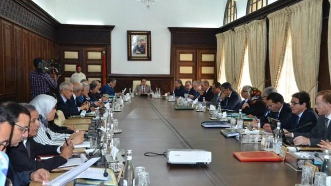 الحكومة والنقابات في اتفاق لزيادة في الأجور لـ 800 ألف موظف مغربي..