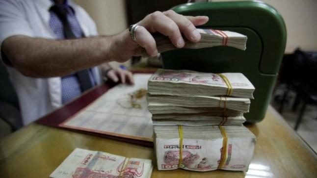 وزارة المالية الجزائرية تشدد مراقبة ومتابعة تحويل الأموال إلى الخارج..