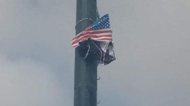 شاب صحراوي ببوجدور يحمل العلم الأمريكي ويهدد بالإنتحار من أعلى عمود كهربائي