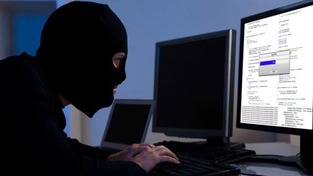 استهدفوا تجارا وأصدروا شيكات مزورة.. الأمن يفكك شبكة للنصب عبر الإنترنت!