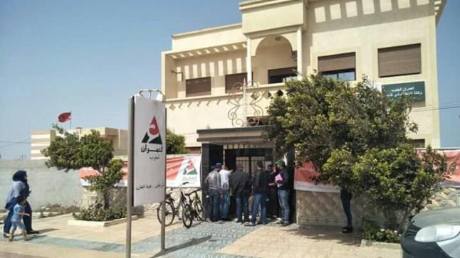 صحراويون يطالبون العمران بضرورة التعجيل في عملية توزيع البقع الأرضية..