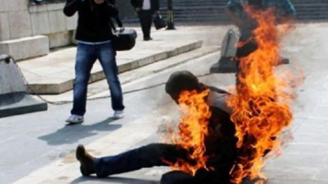 مواطن جزائري يضرم النار في جسده بالرباط