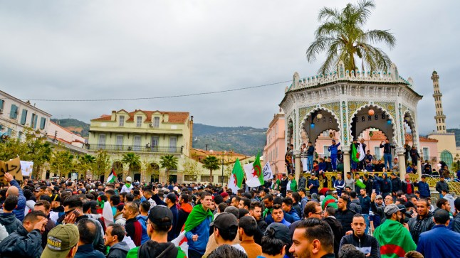 إضرابات واحتجاجات واسعة تعم الجزائر