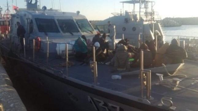 البحرية الملكية تتمكن من إنقاذ 40 مهاجر سري من جنسيات إفريقية نواحي بوجدور..