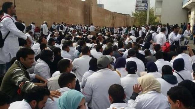 موظفو التعليم حاملو الشهادات يصعدون ضد أمزازي ويدخلون في إضراب وطني
