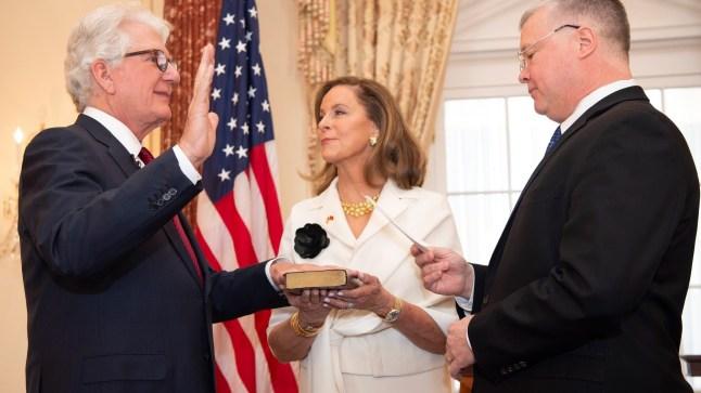 رسمياً: ديفيد فيشر يؤدي القسم سفيراً لأمريكا بالرباط بعد 3 سنوات من تعيينه..
