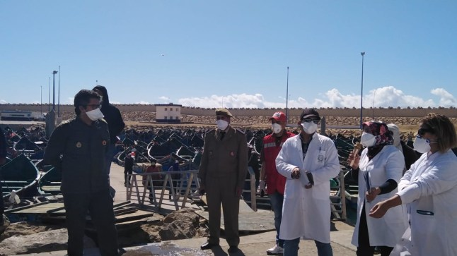 بوجدور. باشا المدينة يقود حملات تحسيسية حول وباء كورونا بالميناء