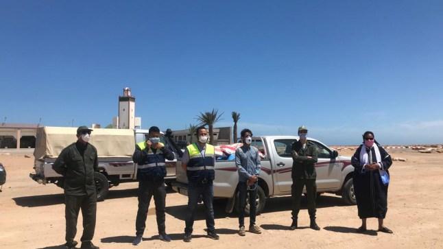 بوجدور: رئيس جماعة لمسيد يواصل توزيع قفف التضامن