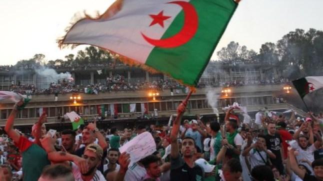 """مشروع الدستور الجزائري يثير الخلاف وأكبر حزب إسلامي يعلن التصويت بـ""""لا"""""""