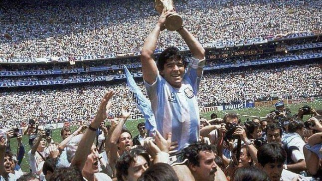وفاة أسطورة كرة القدم دييغو مارادونا!