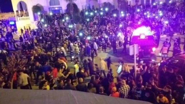 استمرار الاحتجاجات الليلية في عدد من المدن ضد قرار الإغلاق الليلي