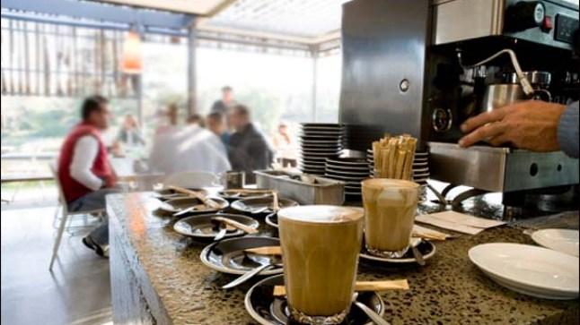 لجنة اليقظة تدرس تعويض عمال المقاهي غير المسجلين في الضمان الإجتماعي !