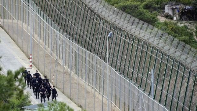 حقوقيون يطالبون الحكومة بإزالة السياج الحديدي الذي سبق وأقامته حول مدينة سبتة