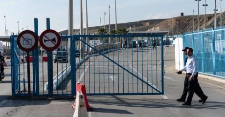 إسبانيا تدرس إلغاء اتفاق يسمح بالمرور دون تأشيرة من المدن المغربية إلى مدينتي سبتة ومليلية