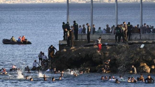 سلطات سبتة تشرع في ترحيل 800 مهاجر قاصر بعد ثلاثة أشهر على وصولهم في هجرة جماعية