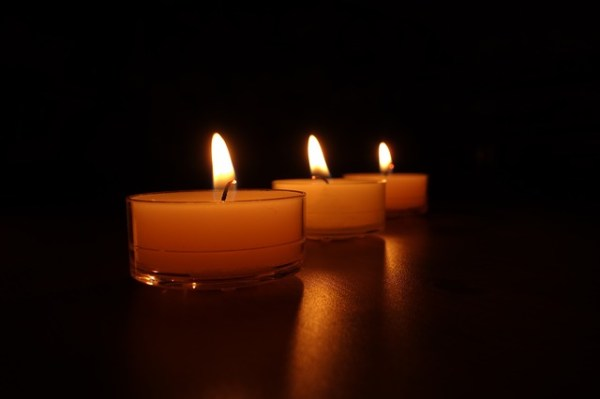 candles-488584_640