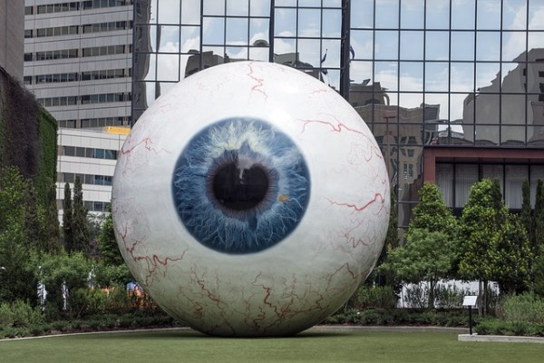 giant-eyeball-555793_640