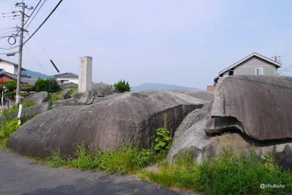 住宅街の中にある不思議な岩「帝踏石」を見てきた。