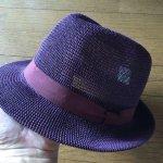 死にそうに暑い夏の日の外出には帽子がよく似合う。