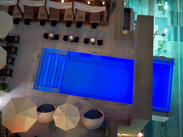 its-hard-to-miss-the-pool-at-the-joule-hotel-in-dallas-which-juts-out-eight-feet-from-the-building-guests-can-swim-past-the-edge-of-the-building-and-enjoy-great-views-of-the-dallas-skyline
