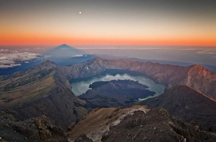 mount-rinjani-crater-lake (Copy)