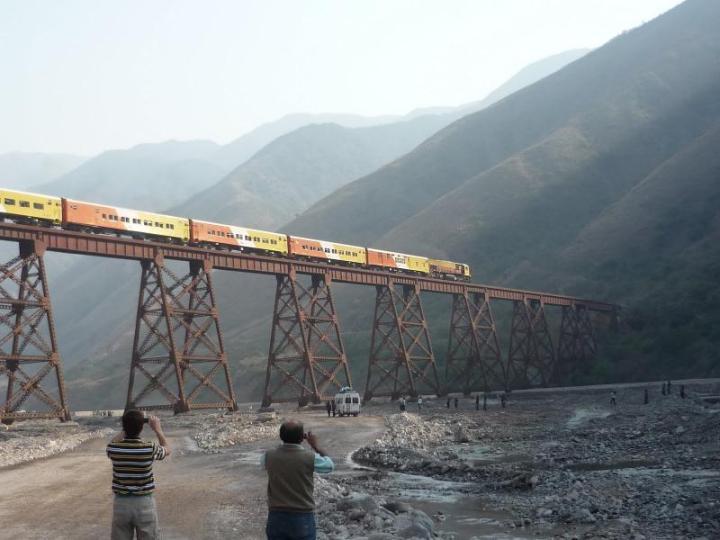 17 - El tren sobre el Toro