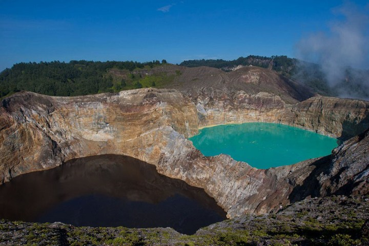 4-Цветные озера вулкана Келимуту