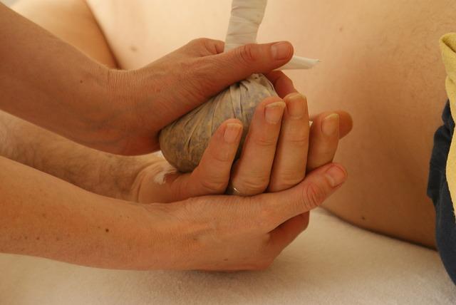 massage-389717_640