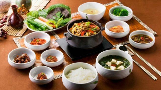 Người Hàn tự chuẩn bị thức ăn cho mình