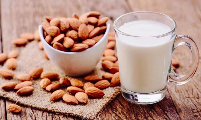 Sữa hạt giảm cân với hanh nhân