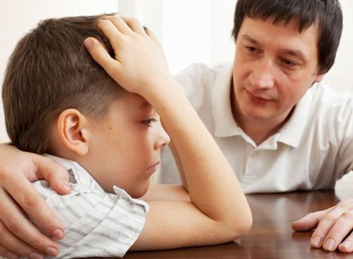 Trẻ chậm phát triển trí não có biểu hiện gì