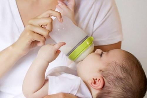 Bình sữa Comotomo giá bao nhiêu