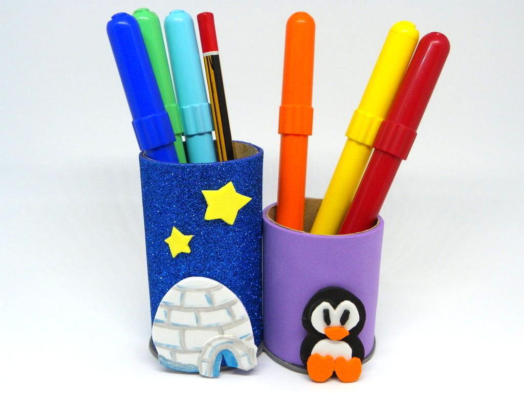 frasco porta lapiceros hecho con carton y goma eva de colores