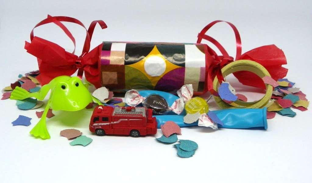 ¿Cómo hacer reciclando un estuche sorpresa con regalos en su interior?
