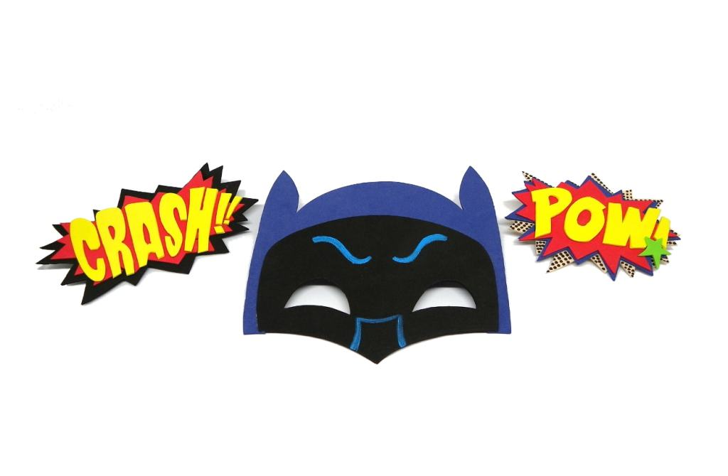 mascara de batman y onomatopeyas de comic hechas con goma eva de colores
