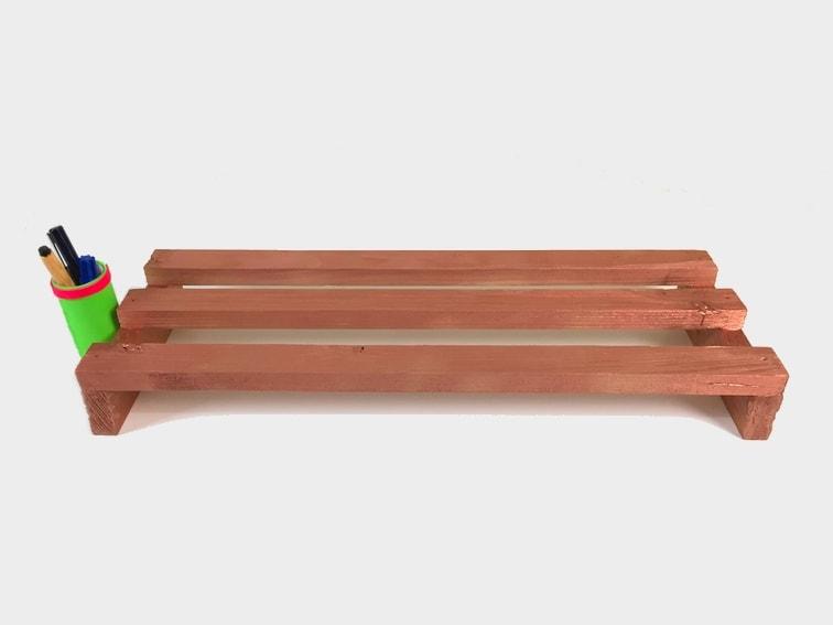 ¿Cómo hacer un soporte de madera para el monitor del ordenador?