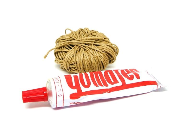 cuerda y pegamento de contacto