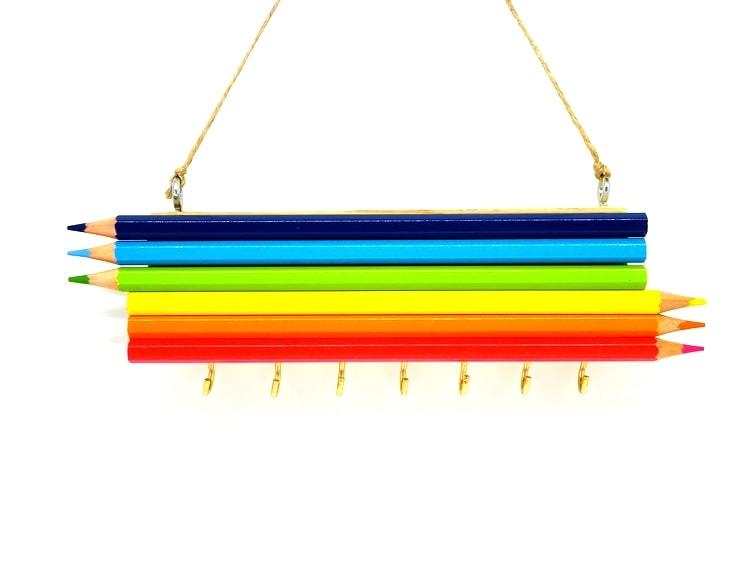 Porta llaves con lapiceros de colores