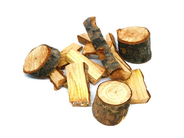 trozos de madera seca