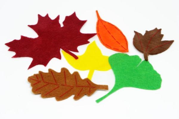 ¿Cómo reproducir hojas caducas decorativas con planchas de fieltro de colores?