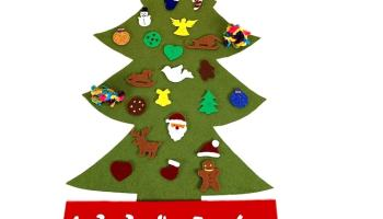 calendario de adviento con forma de arbol de navidad hecho con fieltro