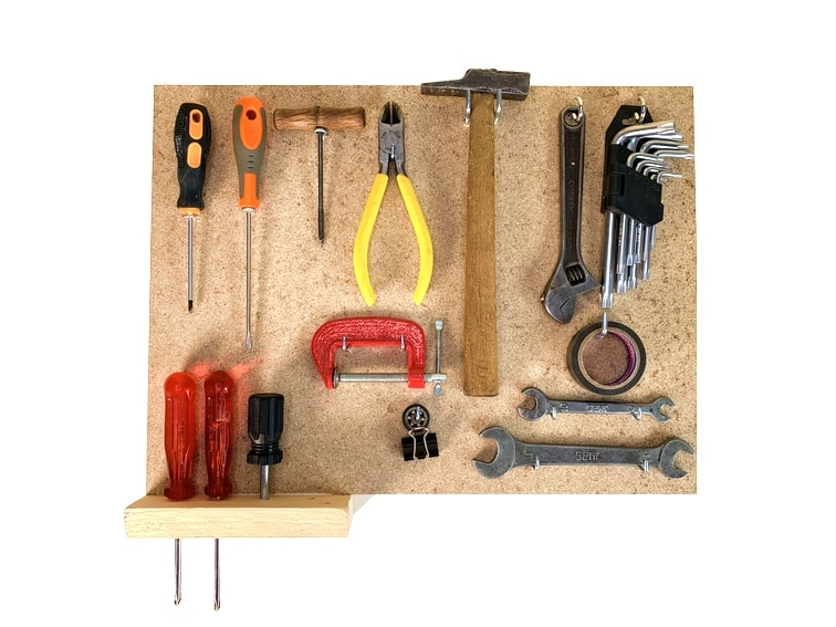 panel para herramientas hecho con una plancha de madera