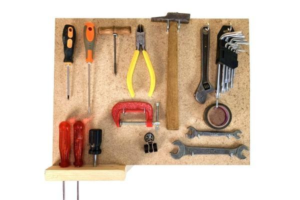 ¿Cómo hacer un panel para herramientas o soporte para pared con un tablero de madera?