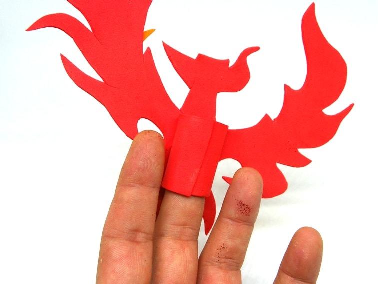 titere de dedo con forma de ave fenix parte trasera