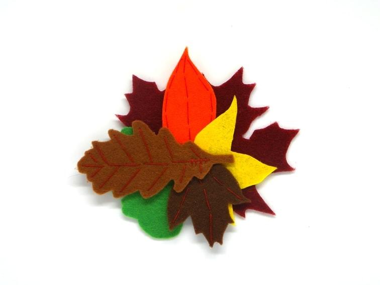 broche de fieltro de hojas caducas