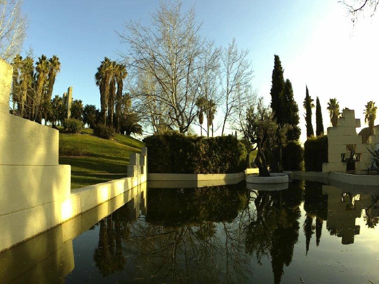 imagen del jardin de las tres culturas sin filtro