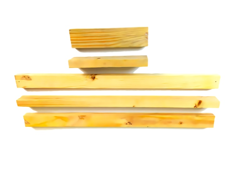listones de madera de un pale para hacer un soporte para monitor
