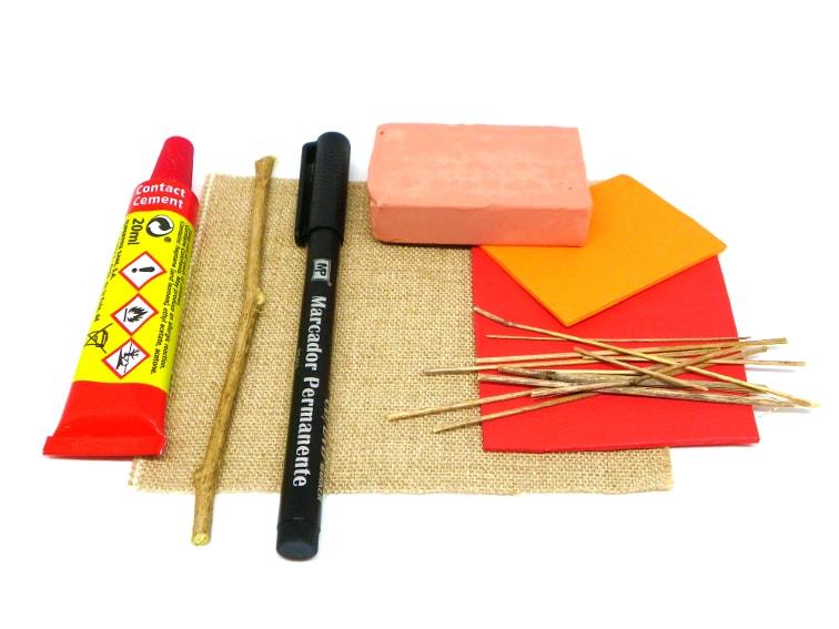 materiales para hacer miniatura de espantapajaros