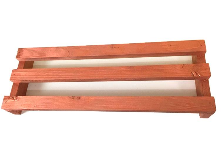 soporte de madera de un pale para monitor pintado con pintura en spray color cobre